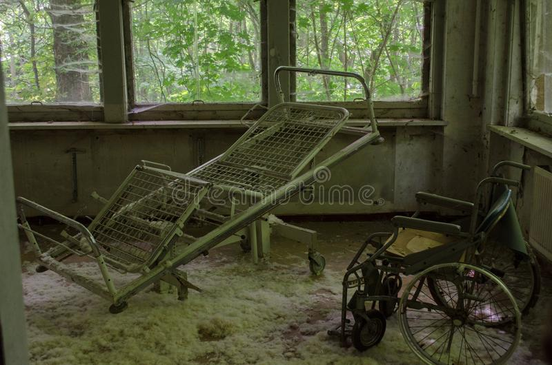 在老和被破坏的旅馆里 图库摄影