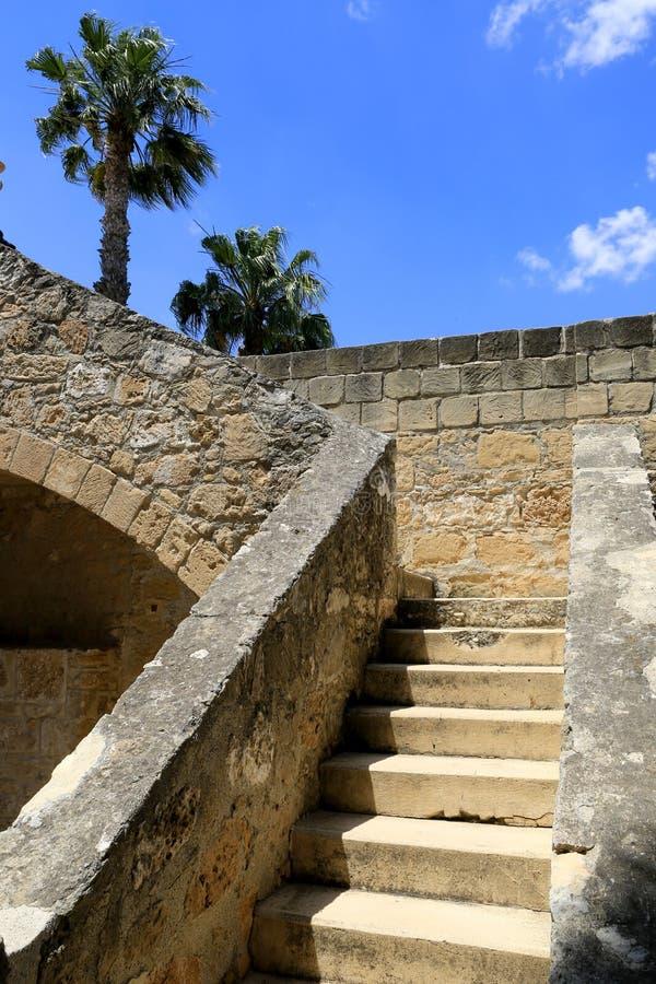 Download 在老城堡的楼梯 库存图片. 图片 包括有 布琼布拉, 欧洲, 背包, 石头, 岩石, 纪念碑, 塞浦路斯 - 72356815