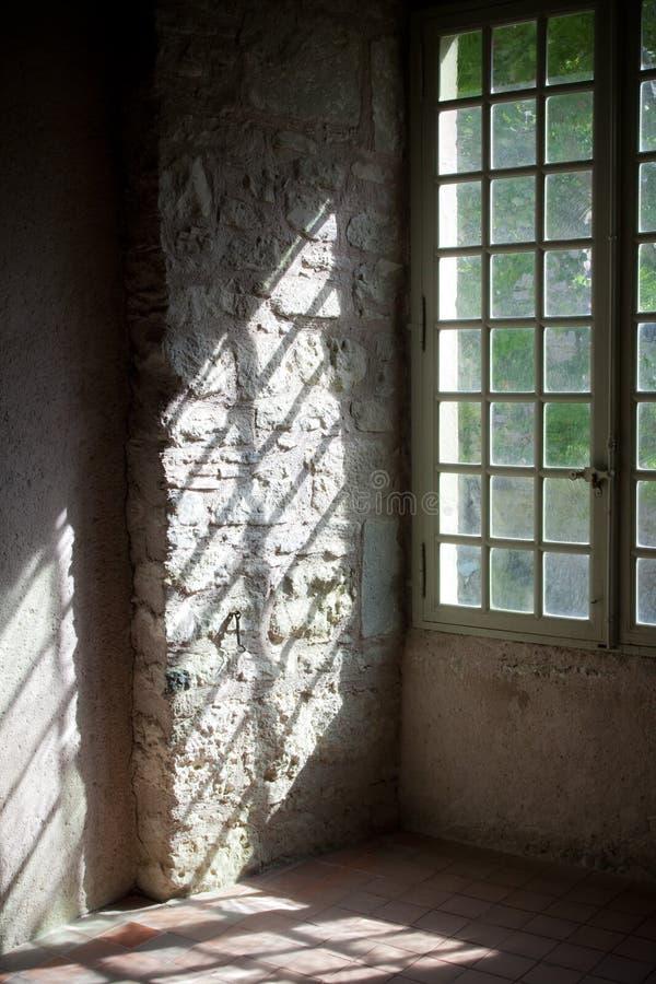 在老城堡的视窗 免版税库存图片