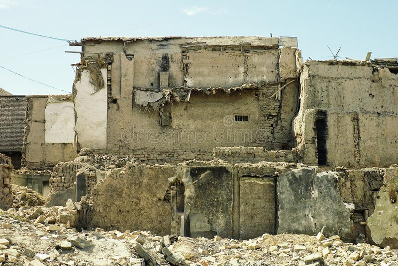 在老城市附近的被毁坏的大厦 图库摄影