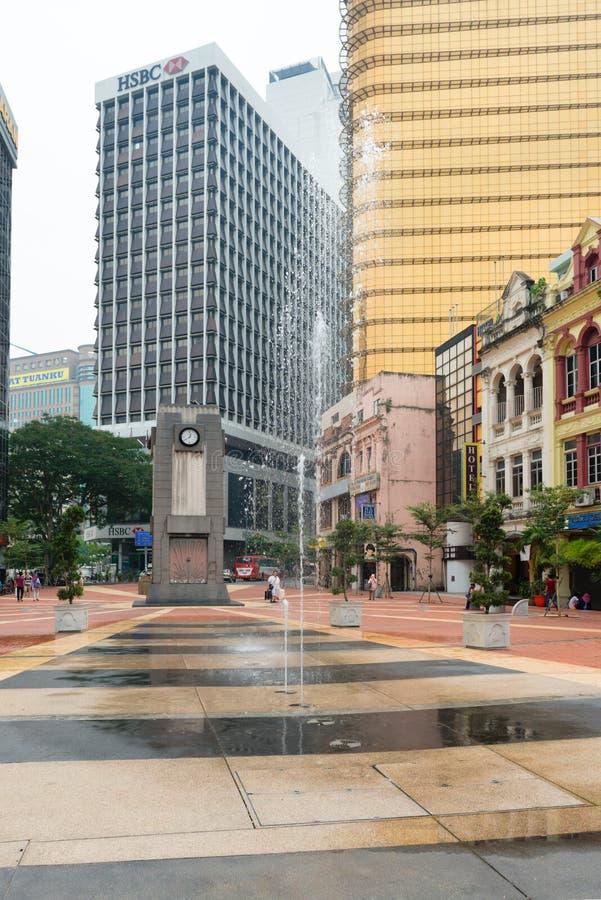 在老城市,吉隆坡的喷泉和钟楼 免版税库存图片