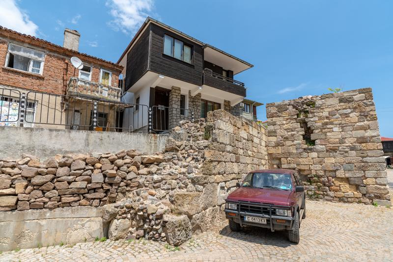 在老堡垒墙壁的现代性在索佐波尔,保加利亚 图库摄影