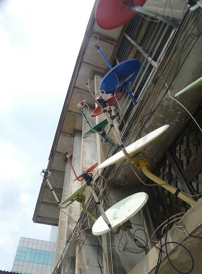 在老大厦的土星卫星盘 库存照片