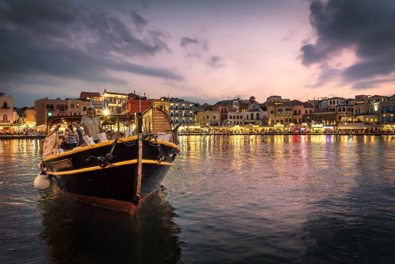 在老威尼斯式港口的黄昏在干尼亚州,克利特 库存照片