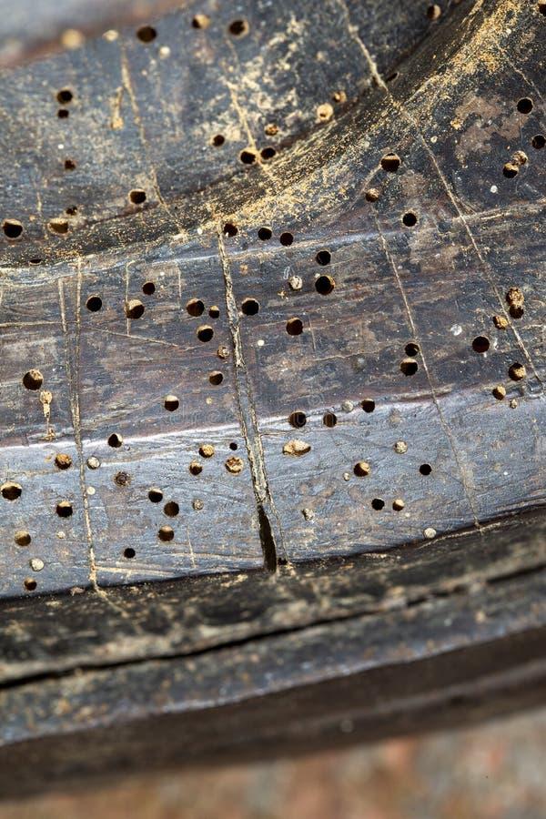在老家具的蚀船虫孔 库存图片