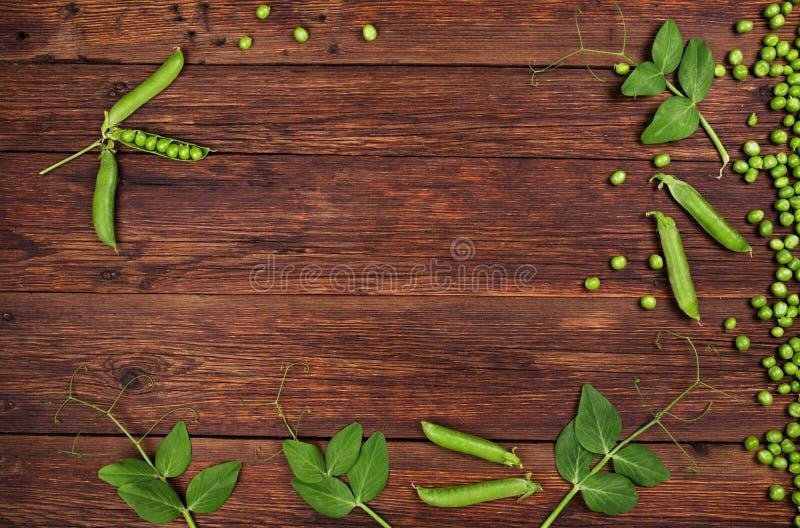 在老木台式视图的绿豆 库存图片