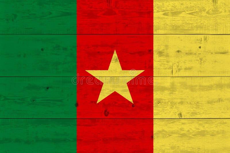 在老木板条绘的喀麦隆旗子 免版税库存图片