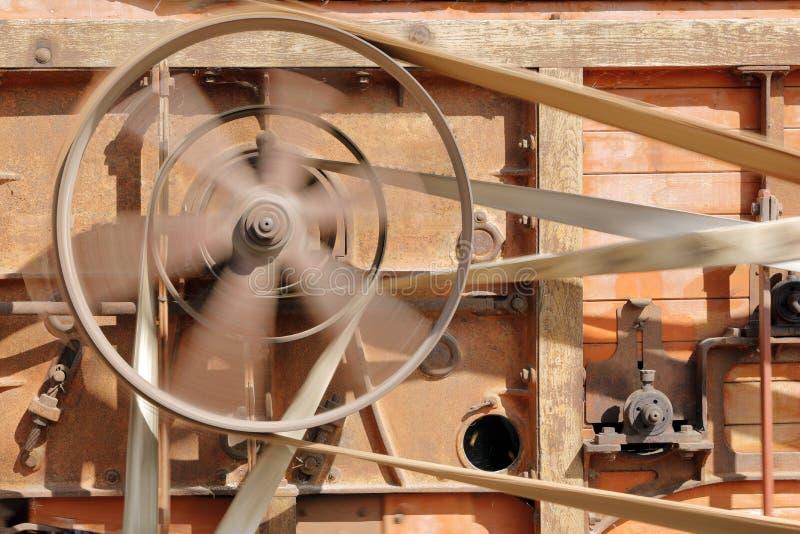 在老木联合收割机的行动的滑轮 免版税库存图片