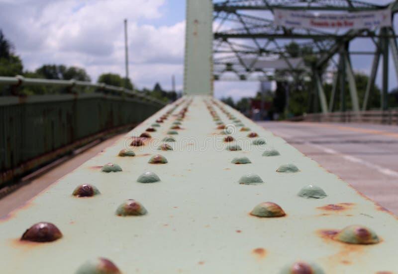 在老桥梁的生锈的螺栓 库存图片