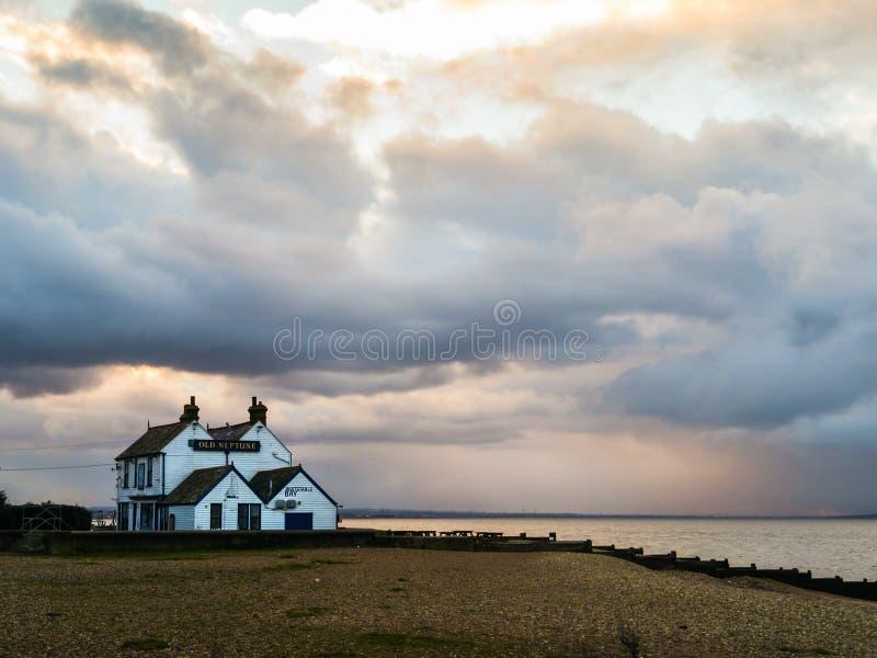 在老海王星, Whitstable的暴风云 免版税图库摄影