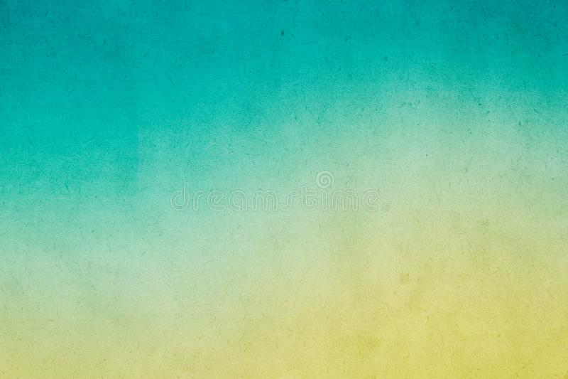 在老纸的五颜六色的绿色梯度水彩油漆与五谷污点肮脏的纹理 免版税库存照片