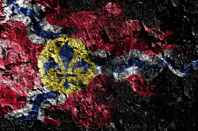 在老肮脏的墙壁背景的圣路易斯,密苏里发烟性神秘的旗子 皇族释放例证