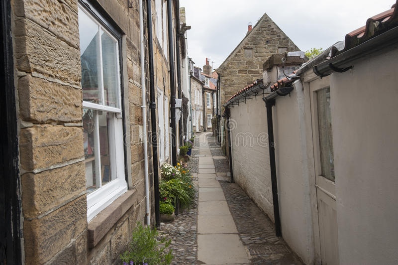 在老英国国家村庄之间的小径在村庄 库存照片
