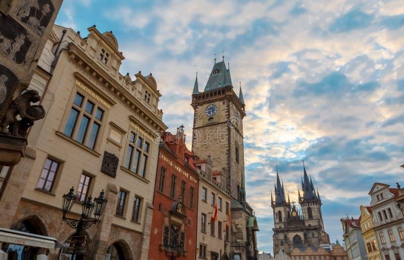 在老镇中心布拉格的日出 库存照片