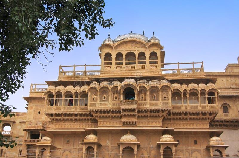 在老镇墙壁里面的传统haveli, Jaisalmer,印度 免版税库存照片