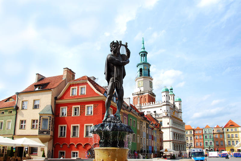 在老镇的喷泉在波兹南 免版税库存照片