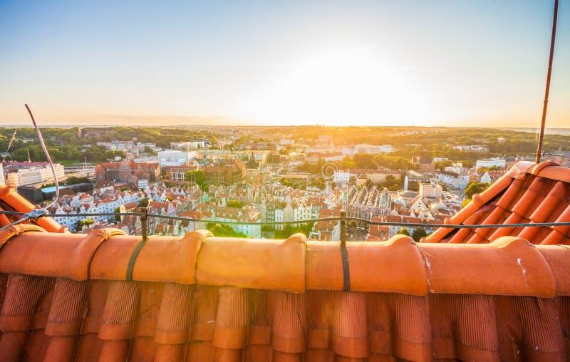 在老镇的都市风景鸟瞰图日落的在格但斯克 库存照片