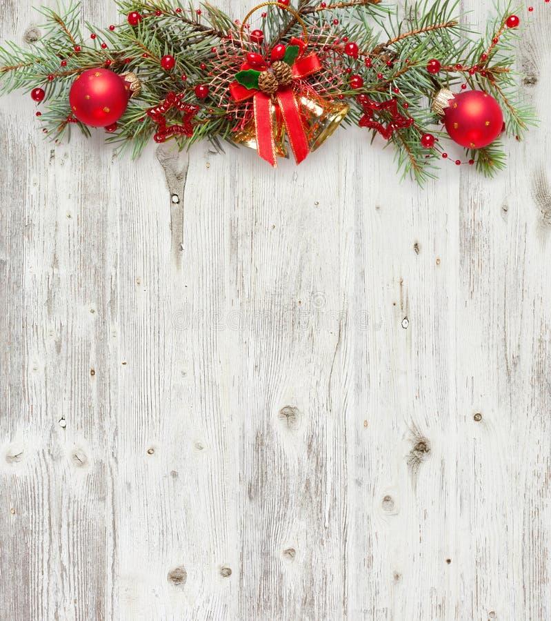在老难看的东西木板的圣诞节装饰 库存照片