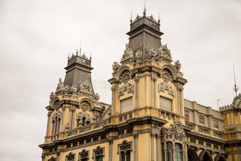 在老巴塞罗那旅馆的塔 免版税库存照片