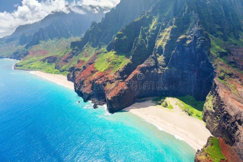 在考艾岛海岛上的Na梵语海岸 图库摄影