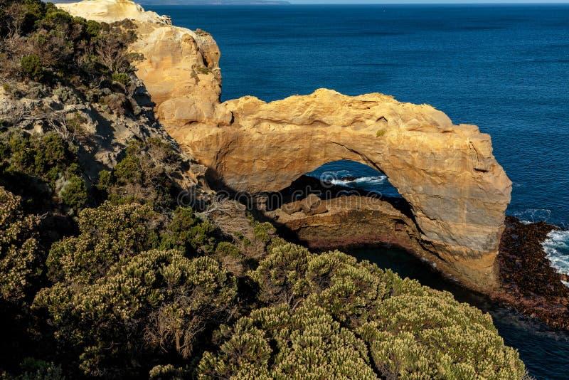 在耶稣十二门徒的自然曲拱,大洋路,维多利亚,澳大利亚 库存图片