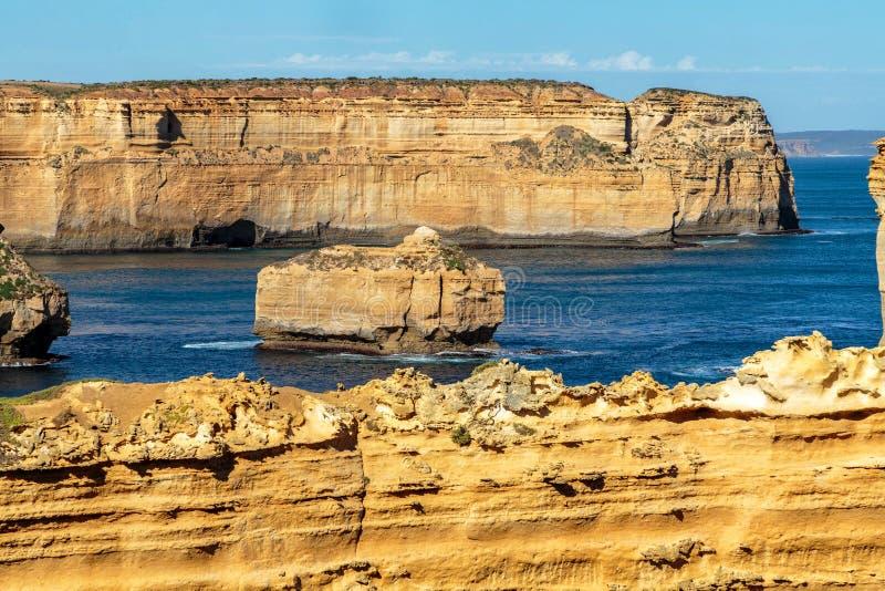 在耶稣十二门徒,坎贝尔港,维多利亚,澳大利亚的耸立的砂岩峭壁 免版税图库摄影