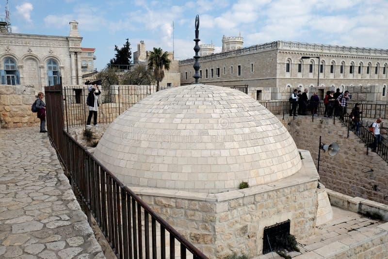在耶路撒冷耶路撒冷旧城的墙壁上的徒步游览  免版税库存照片