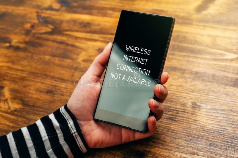 在聪明的无线互联网连接不可利用的通知 免版税库存照片