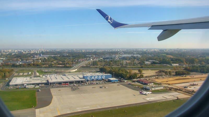 在肖邦机场抽签在货物终端的波兰航空公司航空器 库存照片