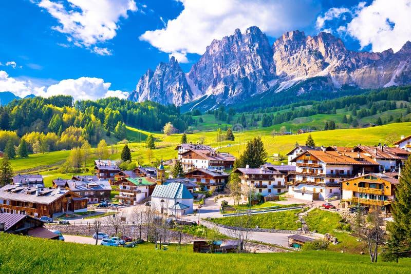 在肾上腺皮质激素D `安佩佐的阿尔卑斯风景 图库摄影