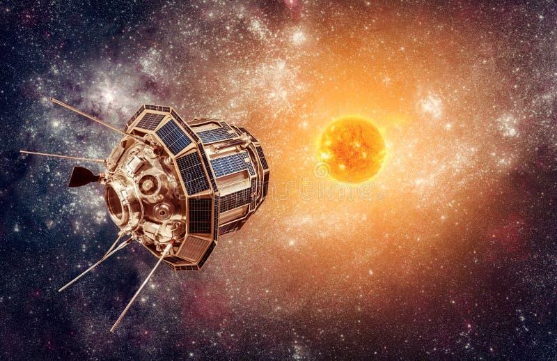在背景星太阳的空间卫星 免版税库存图片