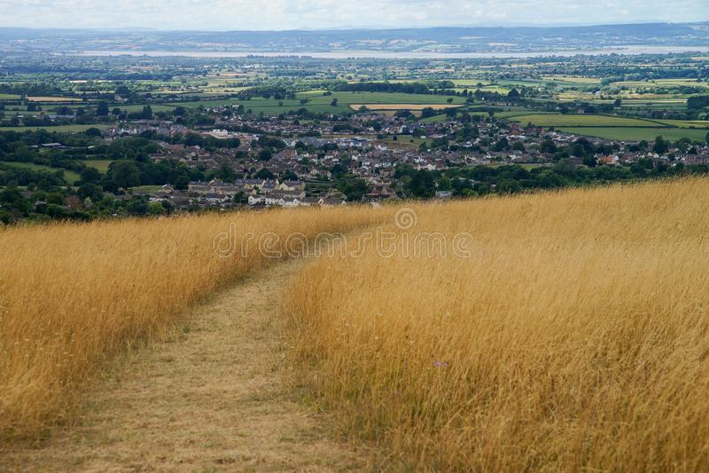 在背景的农村风景Cotswold方式斯特劳德 免版税库存图片