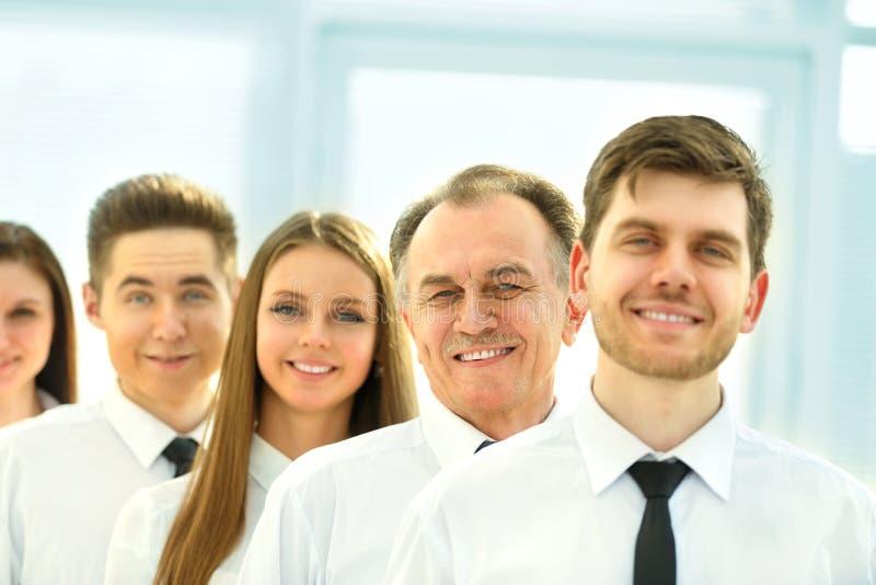 在背景的成功的企业队明亮,现代offic 免版税图库摄影