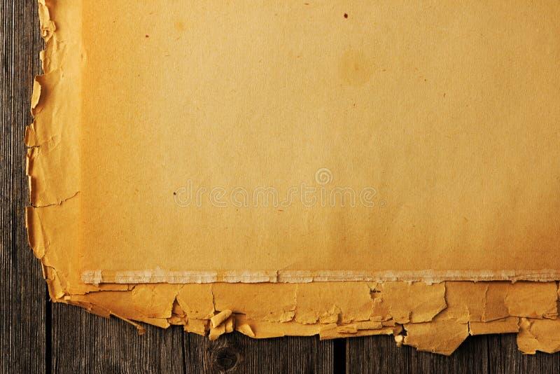 在背景的老被撕毁的纸 库存照片