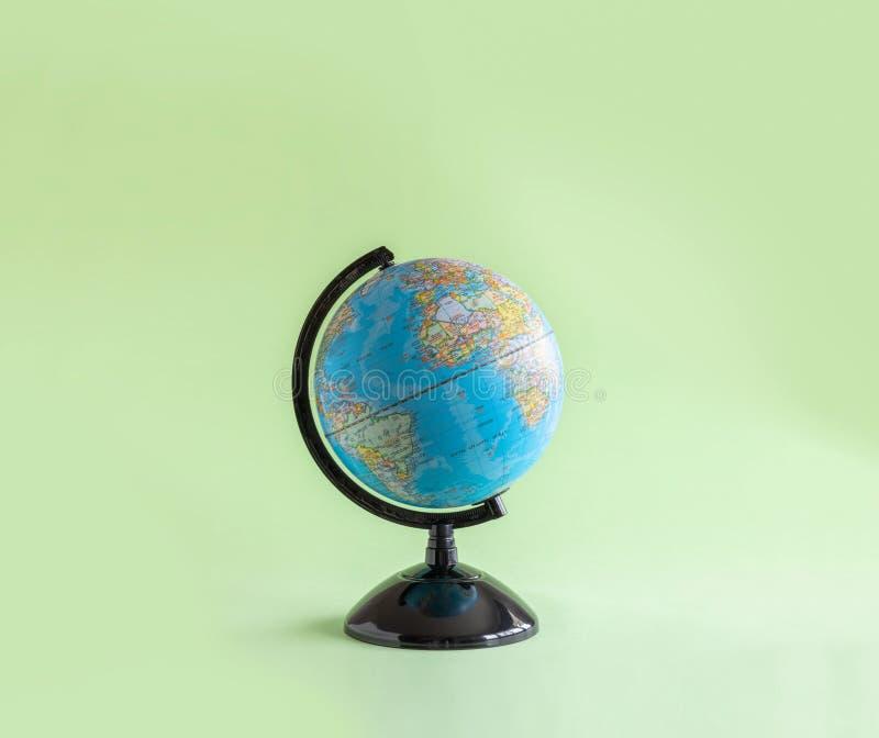 在背景的被隔绝的地球模型 库存照片