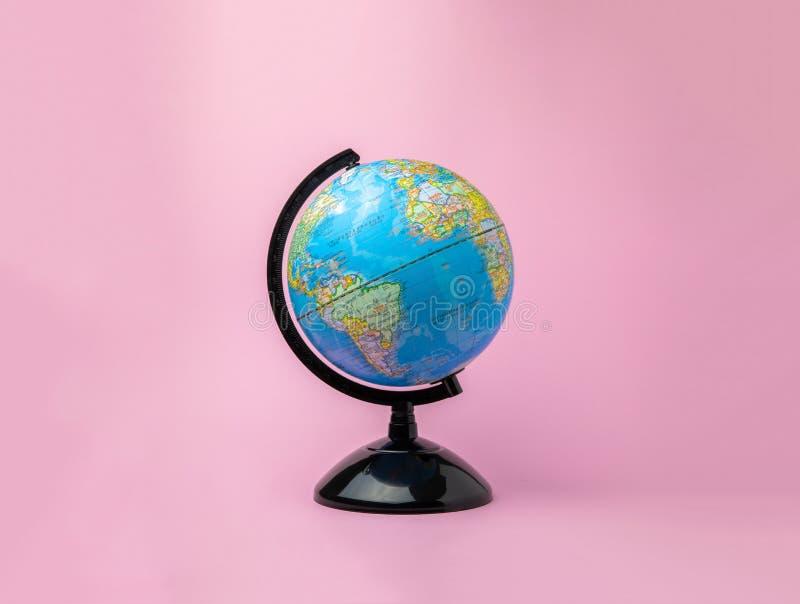 在背景的被隔绝的地球模型 免版税库存图片