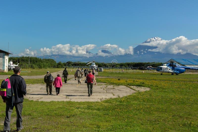 在背景科里亚克火山火山的停机坪在堪察加半岛 免版税库存图片
