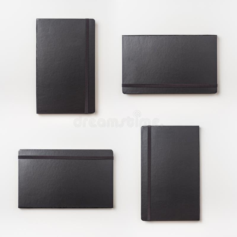 在背景隔绝的黑笔记本顶视图 免版税库存照片