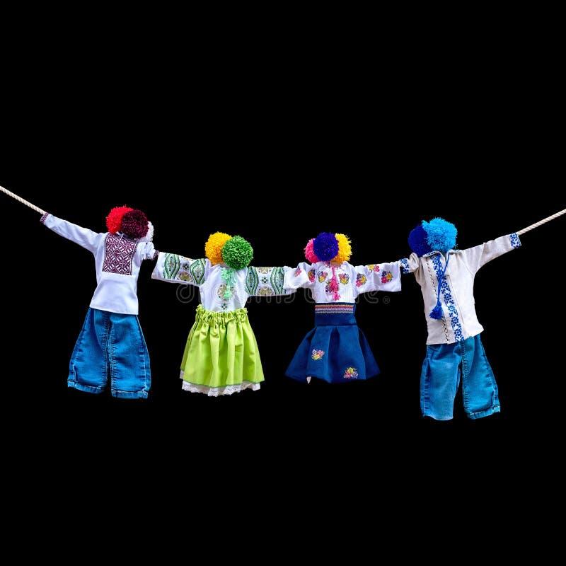 在背景,在种族样式,古老文化伙计的传统乌克兰民间布洋娃娃Motanka的手工制造纺织品玩偶 图库摄影