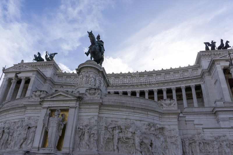 在胜者埃马努埃莱II纪念碑的雕象 免版税库存图片