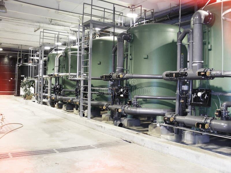 在能源厂的水处理坦克 免版税库存照片