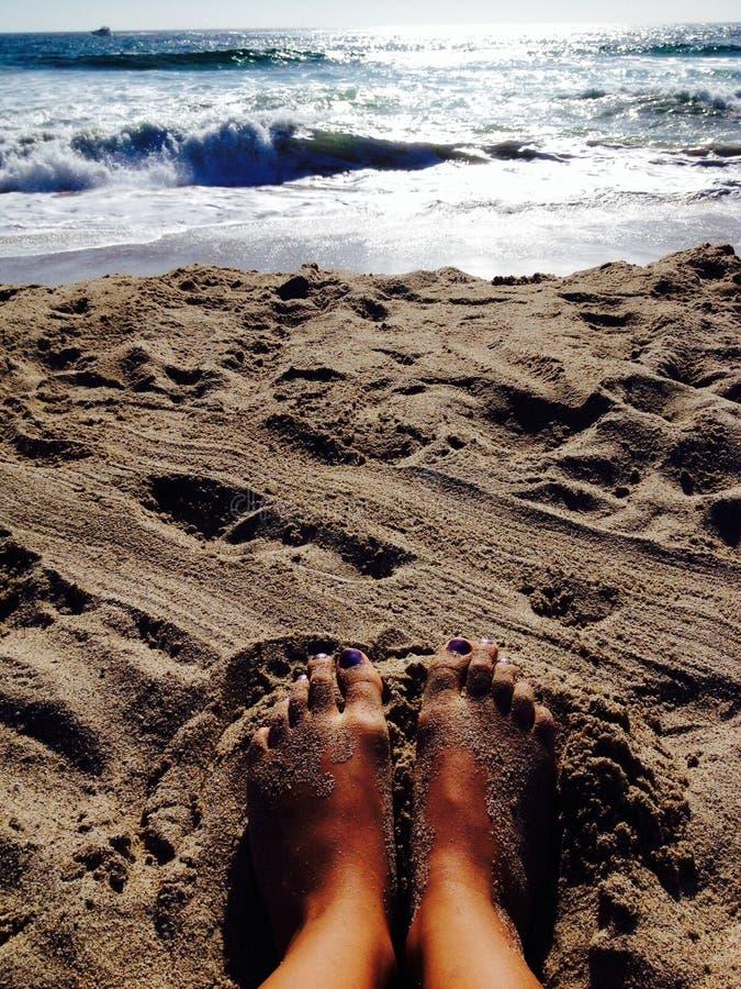 在脚趾之间的沙子 库存图片