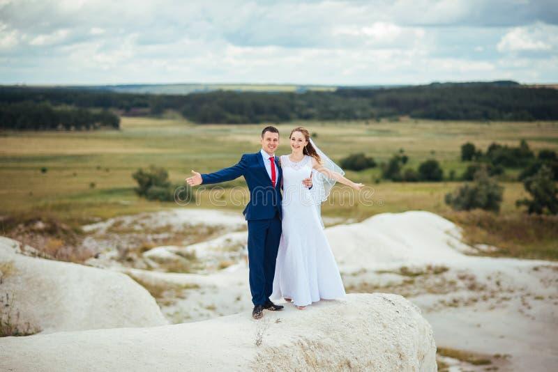 在自然的婚姻的步行 库存照片
