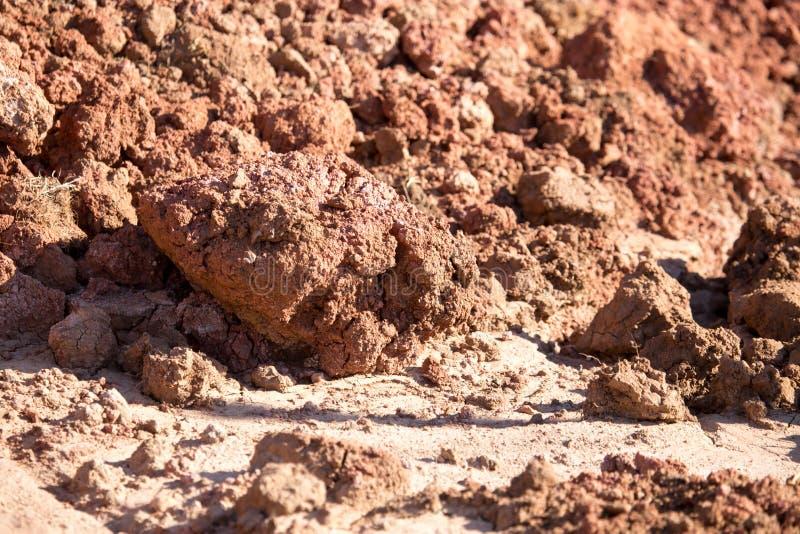在自然的红土土壤作为背景 图库摄影