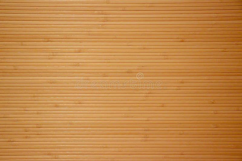 在自然稀薄的竹子下的墙纸背景 库存照片