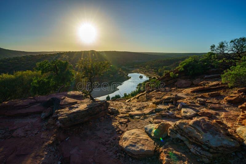 在自然窗口圈足迹,kalbarri国立公园,澳大利亚西部1的太阳 免版税库存图片