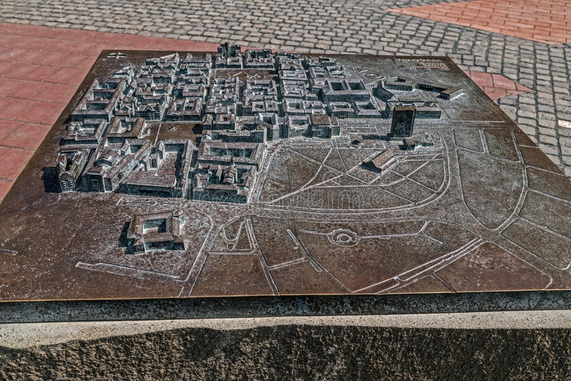 在自由广场安置的符号老古铜色地图看法在蒂米什瓦拉 免版税库存照片