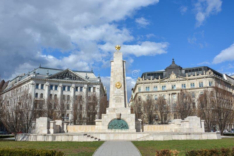 在自由正方形的苏联战争纪念建筑在布达佩斯 免版税库存图片