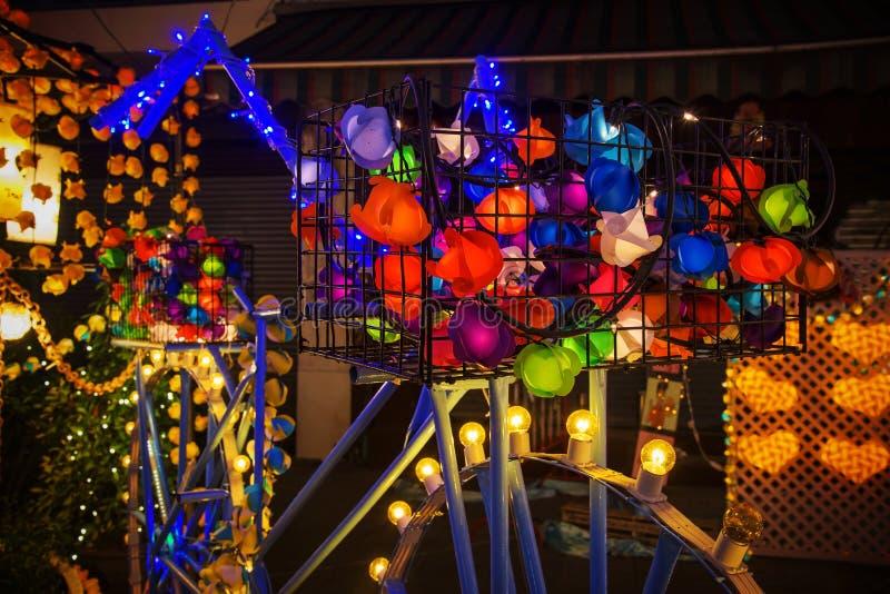 在自行车的五颜六色的光圣诞节的 库存照片