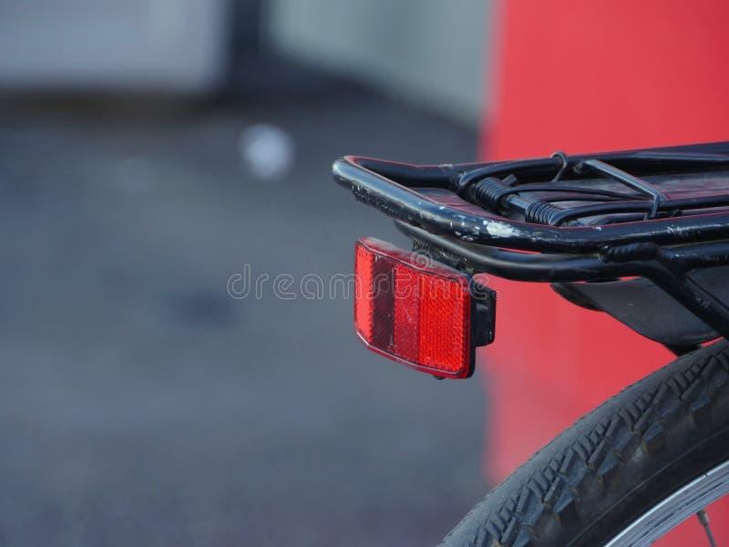 在自行车的红色反射器 免版税库存照片